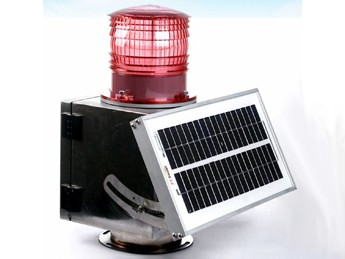 Solar runway end light